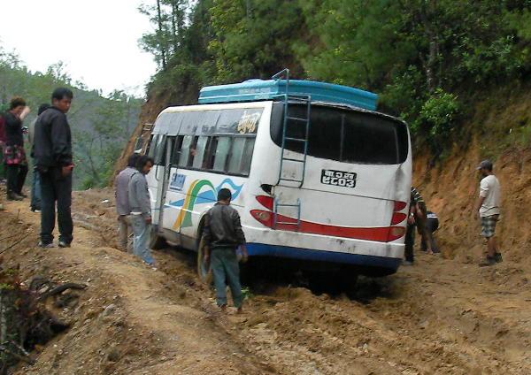 バスを押す